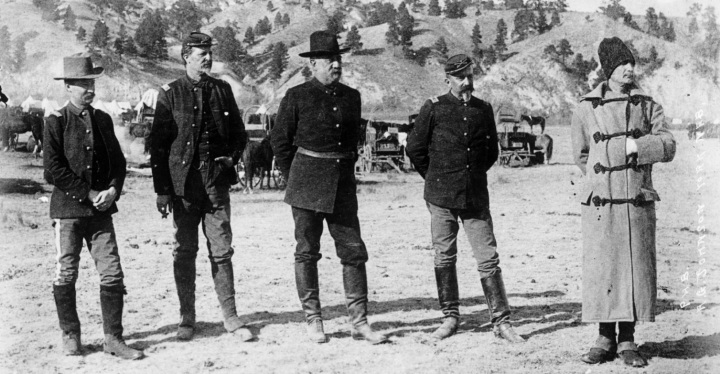 officers_of_us_army_at_pine_ridge_sd1